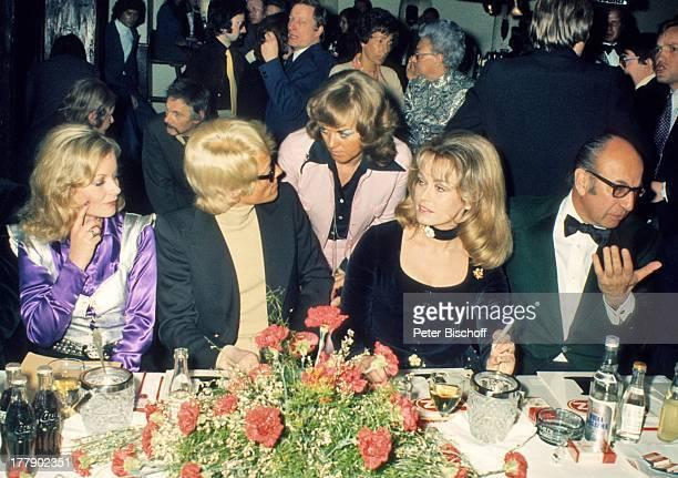 Angelika Ott Heino Ehefrau Lilo Kramm Hannelore von Auersperg Franz Antel Feier nach der Miss Austria Wahl 1973 Kitzbühel sterreich Europa Tenne...
