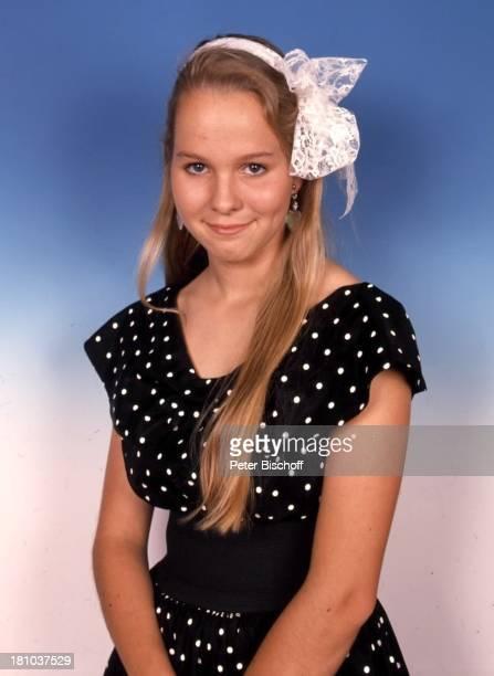 Angelika Reißner, Schauspielerin, Portrait, Porträt, Studio, Haarband, Haarschmuck, , Promis, Prominente, Prominenter,