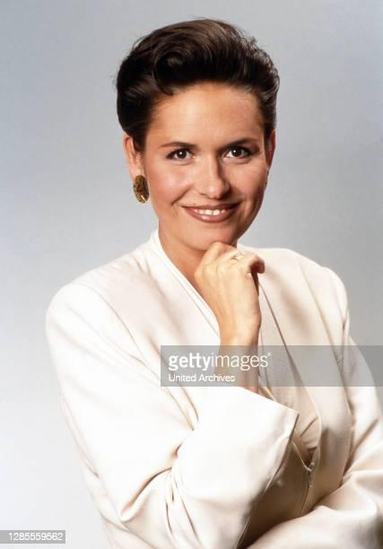 Angelika Wende, deutsche Nachrichtensprecherin beim ZDF in Mainz, Deutschland 1992.
