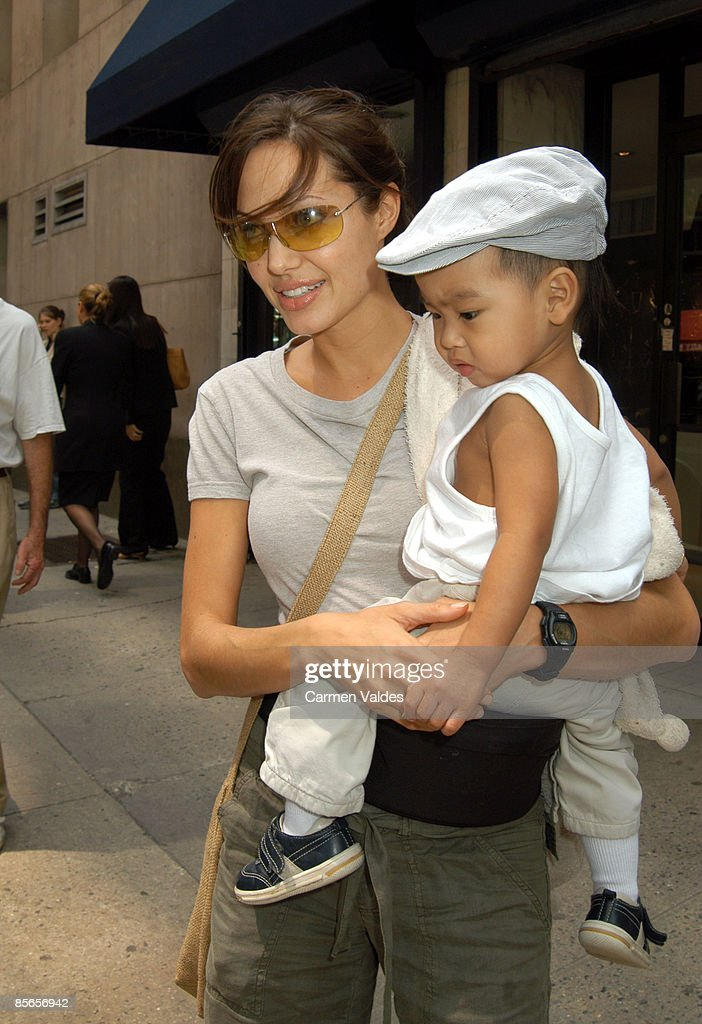 Angelia Jolie and Baby Sighting in New York City : ニュース写真
