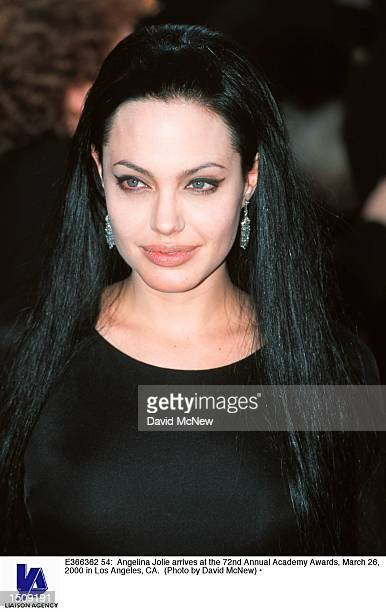 Angelina Jolie arrives at the 72nd Annual Academy Awards March 26 2000 in Los Angeles CA