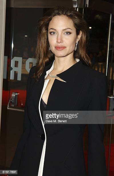 Angelina Jolie arrives at the UK Premiere of 'Alexander' at the Odeon Leicester Square on January 5 2005 in London