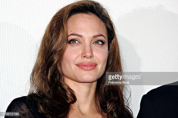 Angelina Jolie At The Film Premiere 'Alexander' In Cinedom in Cologne 171204