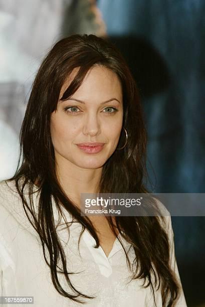 Angelina Jolie Bei Fotocall Zu 'Tomb Raider 2' Die Wiege Des Lebens'