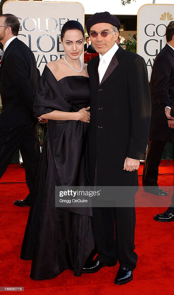 The 59th Annual Golden Globe Awards - Arrivals : News Photo