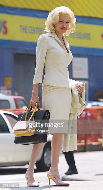 Angelina Jolie on location in Times Square NYC filming ' Life or Something Like it ' on 7/1/01