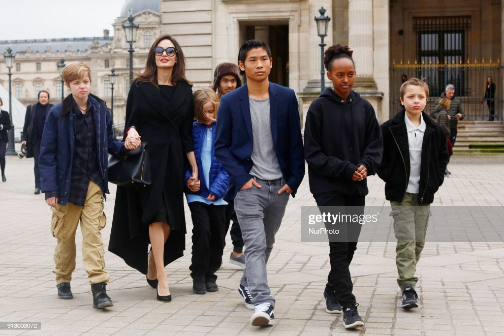 Angelina Jolie with her children visit the Louvre in Paris : News Photo