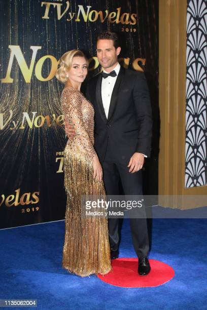 Angelique Boyer and Sebastián Rulli pose on the red carpet during the 'TV y Novelas' Awards 2019 at Campo Marte on March 10, 2019 in Mexico City,...