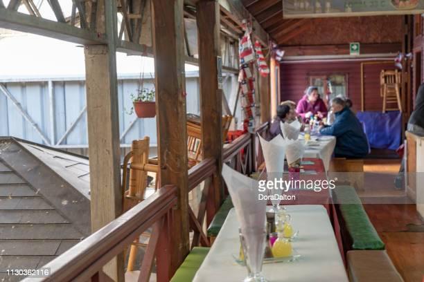 mercado de pescado de angelmo, puerto montt, chile - puerto montt fotografías e imágenes de stock