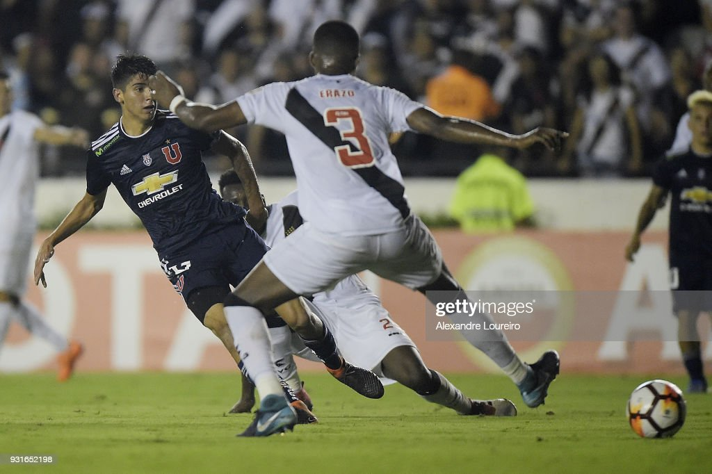 Angelo Araos of Universidad de Chile kicks the ball to score his goal during a Group Stage match between Vasco and Universidad de Chile as part of Copa CONMEBOL Libertadores 2018 at Sao Januario Stadium on March 13, 2018 in Rio de Janeiro, Brazil.
