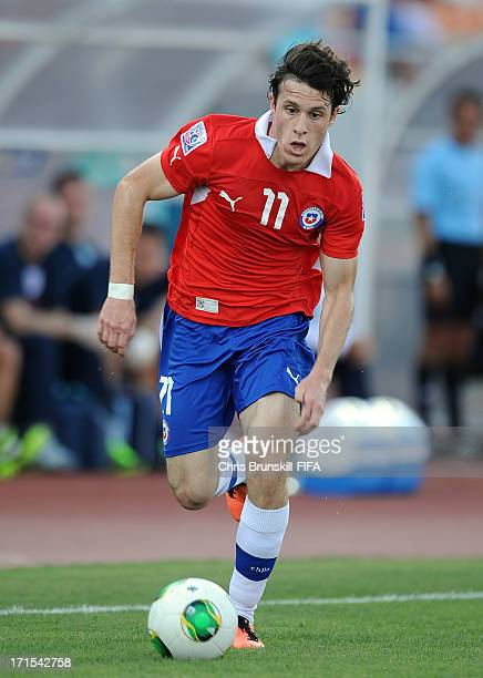 Angelo Henriquez of Chile in action during the FIFA U20 World Cup Group E match between Chile and England at Akdeniz University Stadium on June 26...
