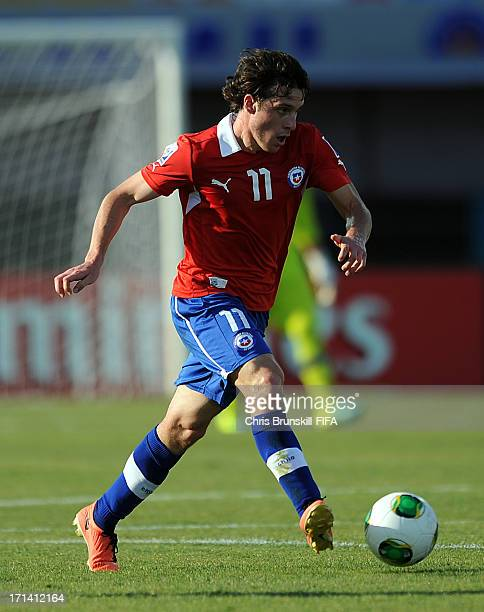 Angelo Henriquez of Chile runs with the ball during the FIFA U20 World Cup Group E match between Chile and Egypt at Akdeniz University Stadium on...