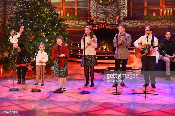 Angelo Kelly and family perform at the 'Die grosse Show der Weihnachtslieder' with Stefanie Hertel on November 18 2016 in Suhl Germany
