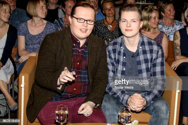 Angelo Kelly and his son Gabriel Kelly during the '3 nach 9' TV Talk on May 25 2018 in Hamburg Germany