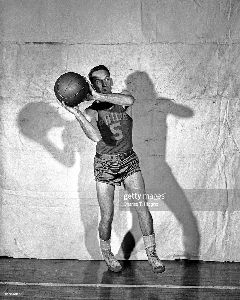 Angelo Musi #5 of the Philadelphia Warriors poses for a portrait circa 1947 at the Philadelphia Civic Center in Philadelphia, Pennsylvania.