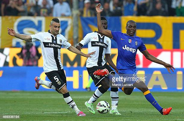 Angelo Ogbonna of Juventus FC competes for the ball with Silvestre Varela and Abdelkader Ghezzal of Parma FC during the Serie A match between Parma...
