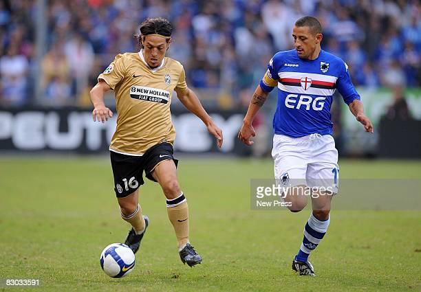 Angelo Palombo of Sampdoria chases down Mauro Camoranesi of Juventus during the Serie A match between Sampdoria and Juventus at the Stadio Marassi on...