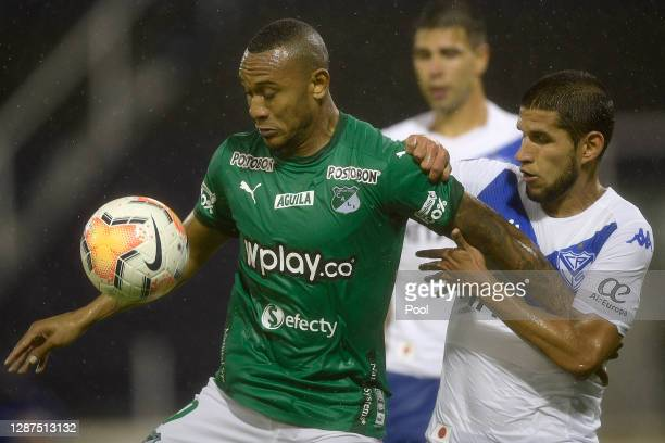 Angelo Rodríguez of Deportivo Cali competes for the ball with Luis Abram of Velez during a round of sixteen first leg match between Velez and...