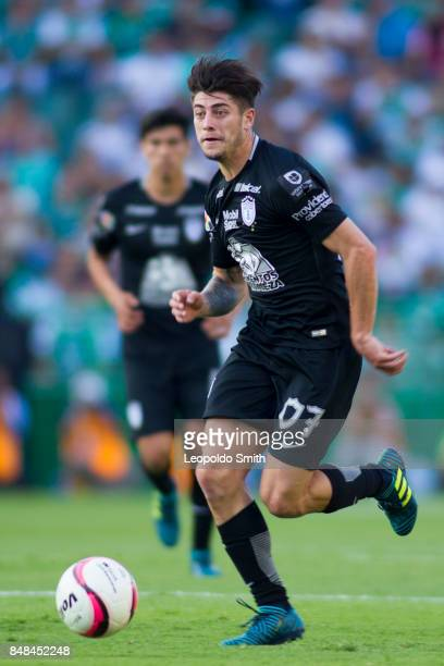 Angelo Sagal of Pachuca drives the ball during the 9th round match between Leon and Pachuca as part of the Torneo Apertura 2017 Liga MX at Leon...