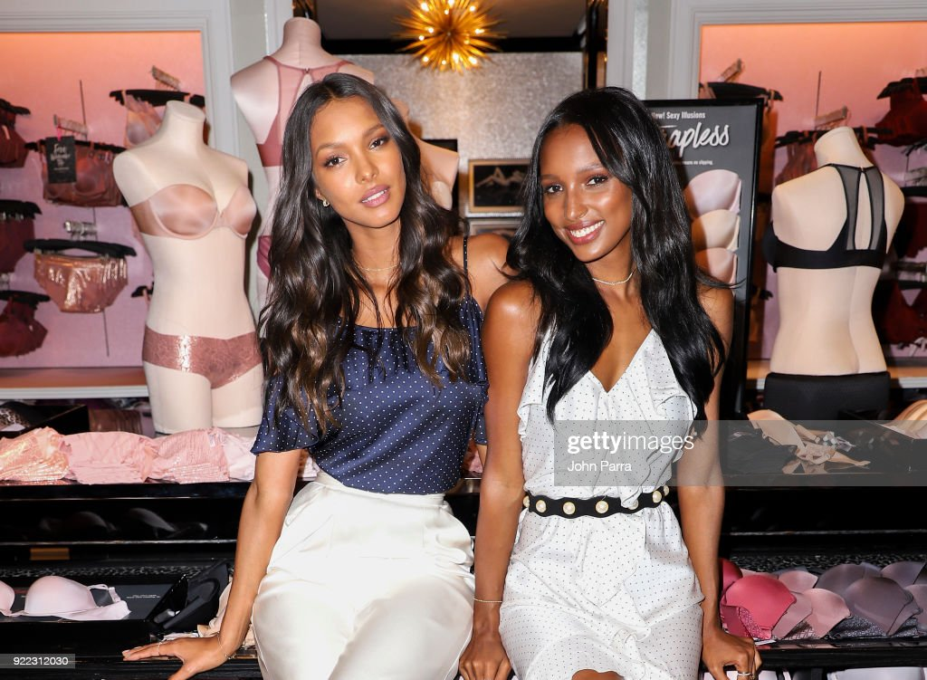 VS Angels Lais Ribiero and Jasmine Tookes Keep Up The Sexy in Miami : News Photo