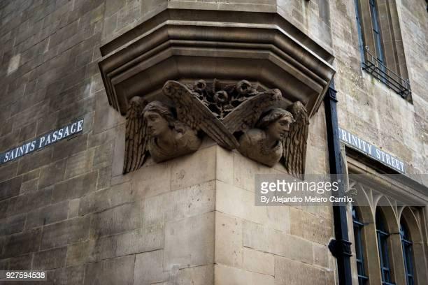 angels under a window in a corner of cambridge old town. - cambridge cambridgeshire imagens e fotografias de stock