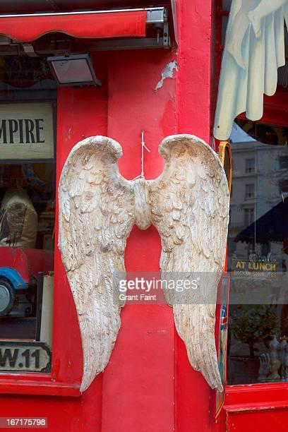angel's wings at market - chelsea charms photos et images de collection