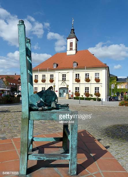 Angermuende in der Uckermark Detail Marktbrunnen von Christian Uhlig vor dem Rathaus