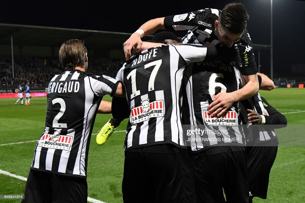 Angers' French defender Gregory Bourillon (R) is congratulated by teammates after scoring a goal during the French L1 football match between Angers (SCO) and Bastia (SC), on February 25, 2017, at Jean Bouin Stadium, in Angers, northwestern France. / AFP / JEAN