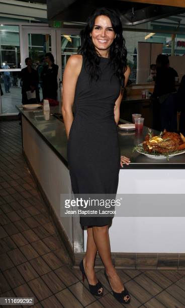 Angie Harmon host a PreThanksgiving dinner at the Kitchen Academy on November 17 2007 in Hollywood California