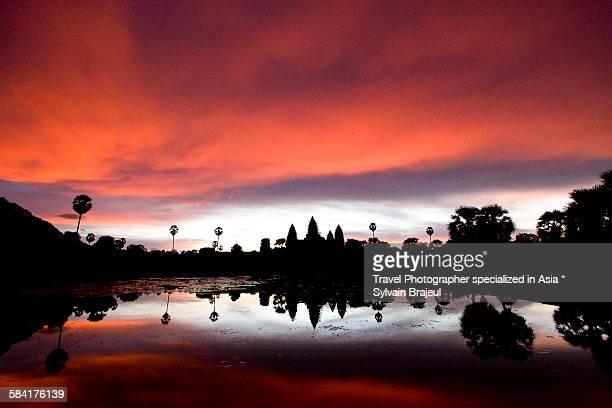angkor wat at dawn -  brajeul sylvain photos et images de collection