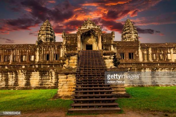 angkor wat at sunrise, cambodia - アンコールワット ストックフォトと画像