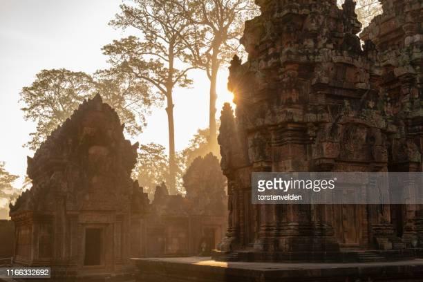 angkor wat at sunrise, siem reap, cambodia - シェムリアップ ストックフォトと画像