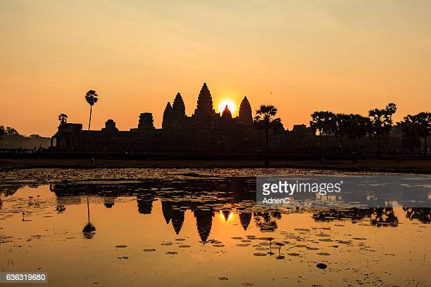 angkor wat during sunrise with reflection - 国際連合教育科学文化機関 ストックフォトと画像
