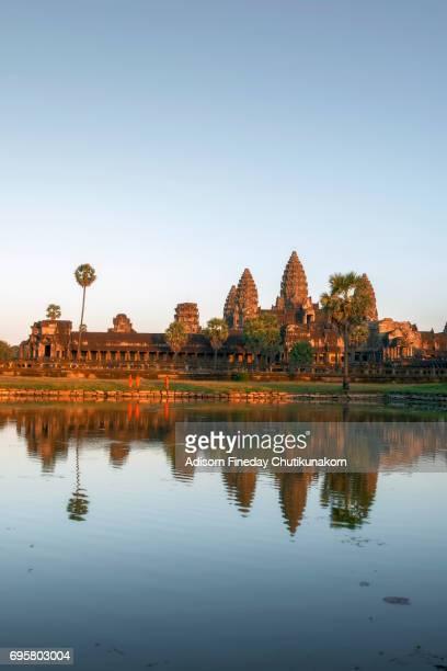 angkor wat in the sunset - シェムリアップ ストックフォトと画像