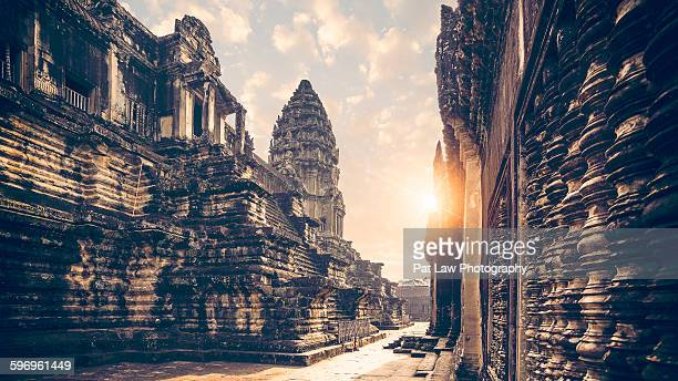 angkor wat sunrise - angkor wat stock pictures, royalty-free photos & images