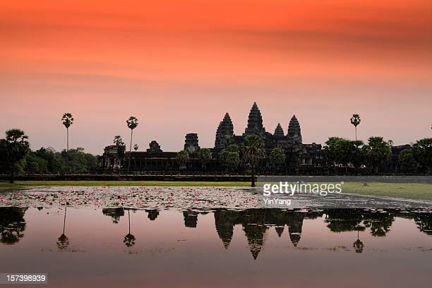 angkor wat sunset, famous buddhist temple at siem reap, cambodia - angkor wat stockfoto's en -beelden