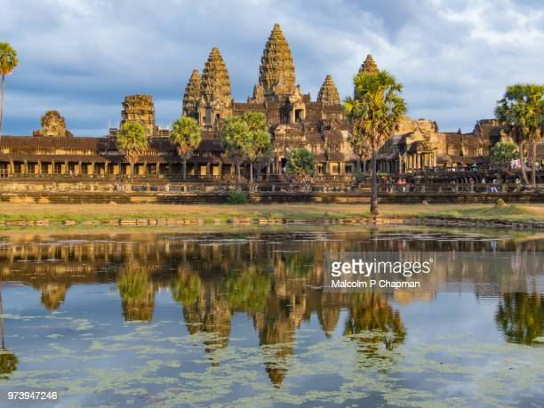 angkor wat temple at sunset, siem reap, cambodia - kambodschanische kultur stock-fotos und bilder