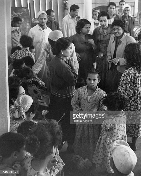 Anglofranzösische InterventionFlüchtlinge aus dem bombardierten Viertel Manadeh von Port Said in einem Lager in Mansurah November 1956