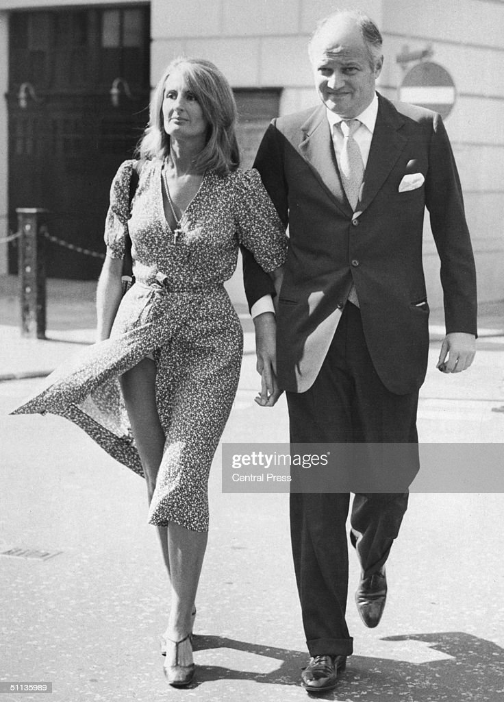 Anglo-French financier Sir James Goldsmith (1933 - 1997) and his partner Lady Annabel Birley arrive at Bow Street Court, London, where he is bringing a criminal libel prosecution against Private Eye magazine, 29th July 1976.