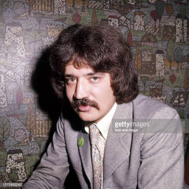 Anglo-Indian singer-songwriter and instrumentalist Peter Sarstedt in London, England, circa 1970.