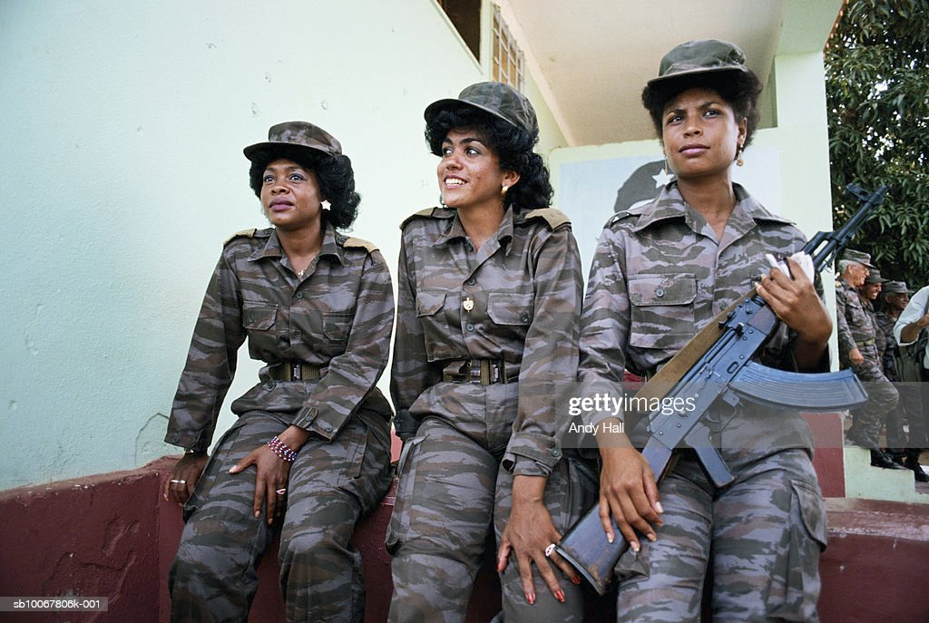 Angola, Luanda, Cuban female soldiers : News Photo