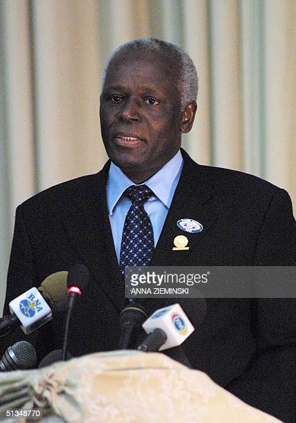 Angolan President Jose Eduardo dos Santos delivers the cloture statement at the last meeting of the South African Development Community summit in...