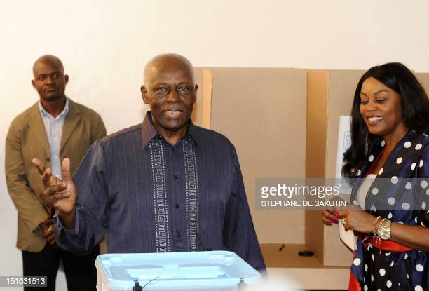 Angolan President Jose Eduardo Dos Santos flanked by his wife Ana Paula poses after voting on August 31 2012 at a polling station in Luanda's...