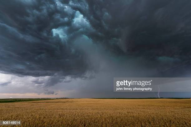 angry storm - dramatic sky stock pictures, royalty-free photos & images