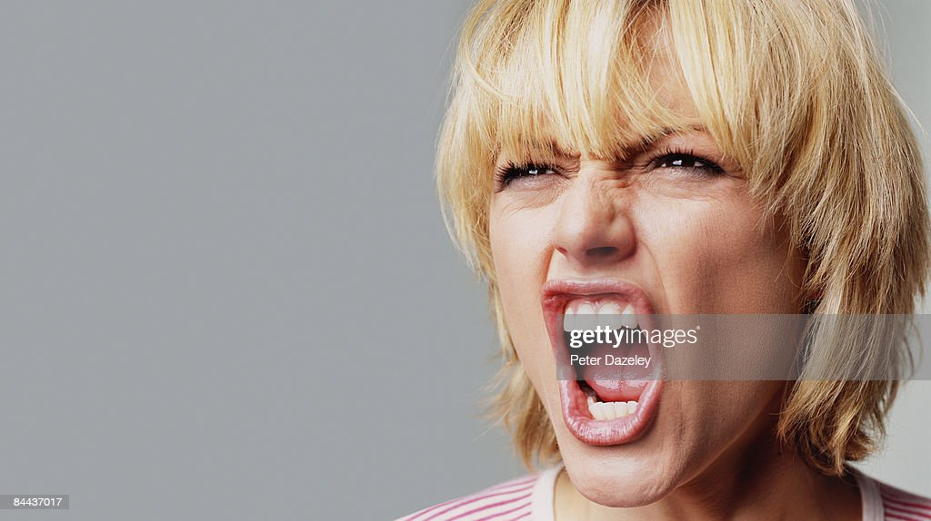 Angry young woman : Foto de stock