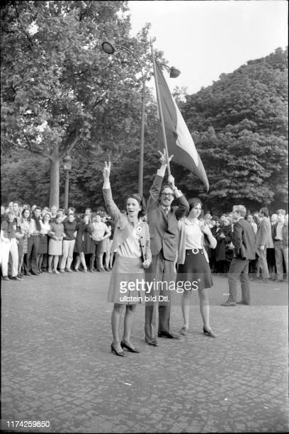 Anhänger von Präsident De Gaulle Parole Paix en France Frieden in Frankreich#Supporters of President de Gaulle slogan Paix en France Peace in France