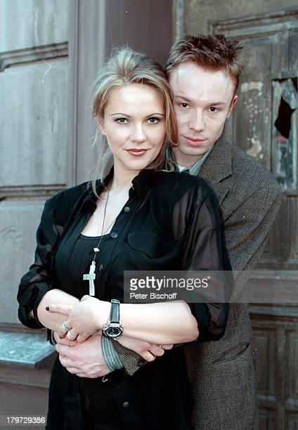 Ania Rudy als 'NachtclubTänzerin' undOliver Hasenfratz als 'Robert Kranzow'bei den Dreharbeiten zum SAT 1Fünfteiler'König von St Pauli'
