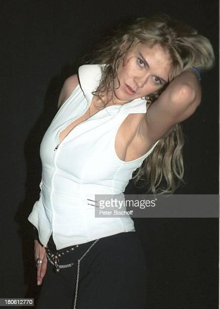 Ania Rudy Gala 'Deutscher Fernsehpreis 2002' Köln 5102002 'Coloneum' Foyer Party tanzen Tanz