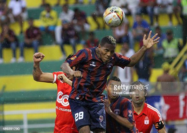 Anibal Hernandez of America de Cali fights for the ball with Carlos Peralta of Union Magdalena during a match between Union Magdalena and America de...