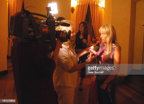 Anica Dobra Reporter vom ORF 'Bergfest' am Rande der Dreharbeiten zur ARDReihe'Traumhotels' 1Folge 'Sterne über Mauritius' Hotel 'Dinarobin' Le...